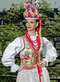 strój ludowy Polish People, Folk Fashion, Arte Popular, Folk Costume, Traditional Dresses, Poland, Parka, Harajuku, Culture