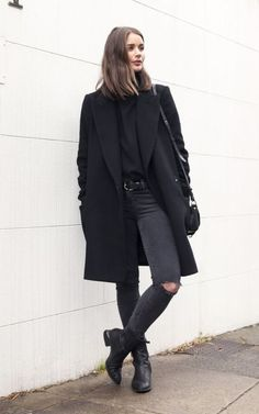 Chic and casual all-black outfits Monochrome Outfit, Minimal Outfit, All Black Outfit, Black Outfits, Amsterdam Outfit, Coven Fashion, Casual Fall Outfits, Winter Outfits, Aesthetic Clothes