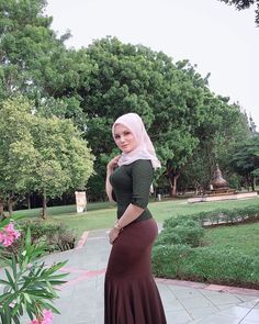 Modern Hijab Fashion, Muslim Women Fashion, Ladies Fashion, Arab Girls Hijab, Muslim Girls, Beautiful Muslim Women, Beautiful Hijab, Hijabi Girl, Girl Hijab