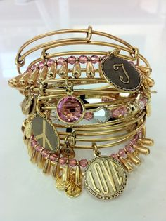 Taylor Swift Loves her Alex and Ani Bangles! Alex And Ani Bangles, Alex And Ani Jewelry, I Love Jewelry, Love Bracelets, Charm Jewelry, Body Jewelry, Bangle Bracelets, Fine Jewelry, Bangle Set