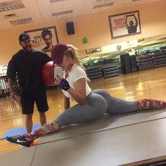 Instagram media by misspetzak - Straight flexin 💪🏽 My gym date #gym #Sunday #funday #beast