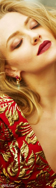 Amanda Seyfried for ELLE China September 2016 Red Riding Hood Makeup, Red Riding Hood Costume, Amanda Seyfried Mean Girl, Jenifer Lawrence, Red Lip Makeup, Drop Dead Gorgeous, Glamour Shots, She Was Beautiful, Gold Fashion