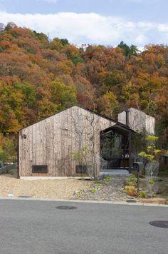 箕面森町の家: 間工作舎が手掛けたtranslation missing: jp.style.家.modern家です。