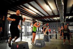 Conheça o treinamento de força crossfit para emagrecer, veja quais os benefícios, como este treino ajuda a emagrecer, como funciona e onde praticar!