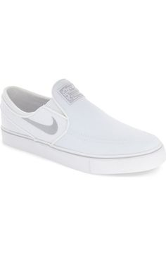 34 Slip On Shoes For School - New Shoes Styles & Design Sock Shoes, Slip On Shoes, Shoe Boots, Nike Slip Ons, Janoski Nike, Stylish Shoes For Women, Nike Zoom Stefan Janoski, Shoes For School, Pretty Shoes