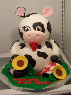 baby cow - Sculpted cake for a baby shower! Farm Animals are super popular around here.
