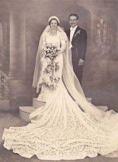 +~+~ Antique Photograph ~+~+ Amazing wedding dress and huge crochet veil Vintage Wedding Photos, Vintage Bridal, Vintage Weddings, Wedding Veils, Wedding Bride, Wedding Dresses, Vintage Groom, Amazing Wedding Dress, Bride Gowns