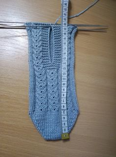 Crochet Shoes Pattern, Baby Sweater Knitting Pattern, Cable Knitting, Crochet Square Patterns, Baby Hats Knitting, Crochet Baby Shoes, Shoe Pattern, Crochet Slippers, Easy Knitting