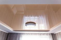 Натяжные потолки ТЕХО. Комбинированный натяжной потолок гостиной в Пинске