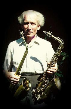 Sigurd Rascher with an 1859 Adolphe Sax alto and a 1959 keyless Buescher alto. Rascher was capable of playing a four octave scale on both instruments. Mastery Connect, Adolphe Sax, Saxophone Players, Clarinet, All Music Instruments, Sax Man, Brass Instrument, Nature Hd, Dog Safety