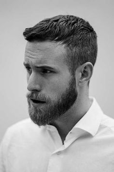 Defined chin and upper lips are what a musketeer beard is. It is easy to maintain and gives a defined jawline. Light and sharp beard with mustache are what that suit the round face men. This beard style looks extremely cool and modern. Beard Styles For Men, Hair And Beard Styles, Short Hair Styles Men, Trimmed Beard Styles, Straight Hairstyles, Cool Hairstyles, Hairstyle Ideas, Natural Hairstyles, Hairstyles 2016