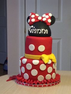 My latest cake made for a little 3 year old girl's Birthday. Had a lot of fun doing it.