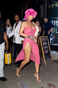 Rihanna Looks, Rihanna Style, Celebrity Dresses, Celebrity Photos, Celebrity Style, Outfits With Hats, Cool Outfits, New York Fashion, High Fashion