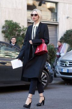 The iconic Alma BB in red Epi leather makes its way on the streets of #MFW (Photography from www.vanityfair.com)
