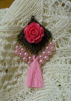 Rózsaszín medál*Pink pendant Pink Pendants, Tassels, Rose, Earrings, Beautiful, Jewelry, Fashion, Ear Rings, Moda