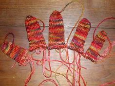 I-Cord Gloves tutorial from nonaKnits