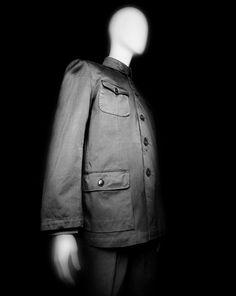 Ensemble. Chinese, 1980s. Gray cotton twill. Courtesy of Muna Tseng   Photography © Platon #ChinaLookingGlass #AsianArt100