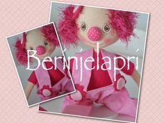 Neste blog são postadas fotos de todos os meus trabalhos, especialmente  bonecas de pano. As encomendas são feitas por email: (berinjelapri@yahoo.com.br)  Todas as peças são designadas por códigos. Dedico aos meus 4 filhos e marido que tanto amo!