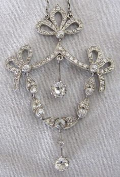 I have earrings just like this.. so beautiful