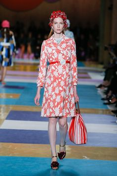 See the complete Miu Miu Spring 2017 Ready-to-Wear collection.