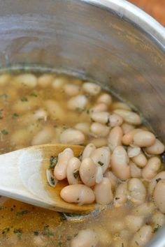 These rosemary and garlic braised white beans are exactly like the ones served at Zoe's Kitchen. Easy side dish recipe that doubles as an appetizer. Vegetable Side Dishes, Side Dishes Easy, Side Dish Recipes, Vegetable Recipes, Soup Recipes, Vegetarian Recipes, Cooking Recipes, Healthy Recipes, Veggie Food