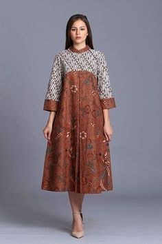 Thrifty ads online,tell them we sent you and get a discount, Source by kipaw batik African Print Dresses, African Fashion Dresses, African Dress, Blouse Batik, Batik Dress, Dress Batik Kombinasi, Batik Fashion, Hijab Fashion, Dress Brokat Modern