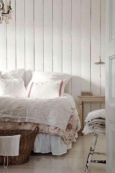 A Swedish Cottage Bedroom Swedish Cottage, Swedish Decor, Cottage Style, Swedish Style, Farmhouse Style, Swedish Farmhouse, Swedish House, Shabby Cottage, Farmhouse Design