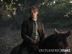 Sam Heughan & Caitriona Balfe Featured in New 'Outlander' Season 3 Stills!: Photo New stills from season three of Outlander have been released! Season three picks up right after Claire (Caitriona Balfe) travels through the stones to return… Sam Heughan Outlander, Outlander Trailer, Voyager Outlander, Sam Heughan Caitriona Balfe, Outlander Casting, Outlander Tv Series, Starz Series, Outlander Characters, Artists
