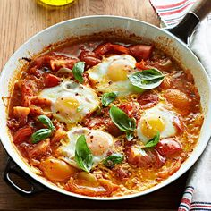 Spicy Poached Eggs in Tomato Sauce: Skip the cereal and try a spicy morning meal instead. Season homemade tomato sauce with crushed red pepper to form a zesty base for protein-packed eggs. The best part? The eggs cook right on top. Fresh Tomato Recipes, Homemade Tomato Sauce, Tomato Sauce Recipe, Brunch Recipes, Breakfast Recipes, Recipes Dinner, Breakfast Dishes, Breakfast Ideas, Brunch Foods