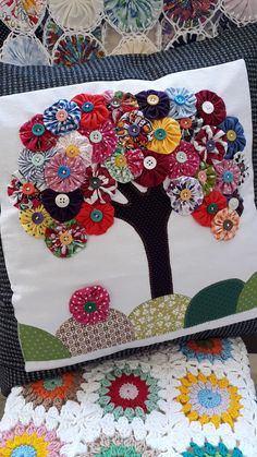 Hand Embroidery Videos, Hand Embroidery Patterns, Quilt Patterns, Flower Quilts, Fabric Flowers, Applique Designs, Quilting Designs, Fabric Crafts, Sewing Crafts