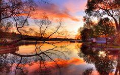 Sonnenuntergang über dem Fluss