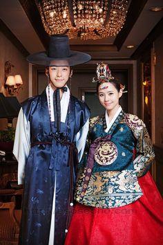 한복 Hanbok : Korean traditional clothes[dress] m