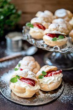 Tuulihatut   Maku Dairy Free Recipes, Baking Recipes, Dessert Recipes, Finnish Recipes, Delicious Desserts, Yummy Food, Vegan Foods, Yummy Cakes, No Bake Cake