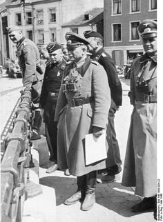 [Photo] German General Heinz Guderian and other officers in Bouillon, Belgium, May 1940