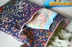 Wet Bag with Pocket Tutorial and tips for potty training – Silo & Sage Wet Bag Tutorials, Family Dollar Store, Handbag Storage, Plastic Grocery Bags, Potty Training Tips, Fabric Bags, Cloth Diapers, Baby Sewing, Sewing Projects