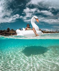 """📷 @chrisrogersza :@marisahampe making friends with the local swans here at @clubmed in the Maldives!  #clubmed #clubmedfinolhu #theplacetobehappy"""""""