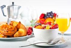 Ученые советуют худеющим меньше есть за завтраком