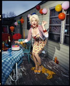 Cyndi Lauper- My style Icon. Love every single thing about this photo Cyndi Lauper, Cindy Lauper 80s, Trailer Trash Party, White Trash Party, Music Tv, Mood, My Idol, Beautiful People, Pin Up