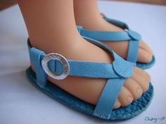 INSPIRATION: Turquoise Sandals {Sadly, this French site has been taken down.} It may be possible to re-create these cute leather sandals by studying the photo. American Girl Doll Shoes, American Girl Accessories, American Girl Crafts, American Doll Clothes, Sewing Doll Clothes, Girl Doll Clothes, Girl Dolls, Baby Doll Shoes, Doll Shoe Patterns