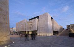 Ренцо Пьяно реконструировал историческую часть мальтийской столицы, построив новое здание парламента и театр под открытым небом.