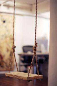 Indoor rope swing for Kids Inc Summer Spectacular! Indoor Swing, Patio Swing, Diy Swing, Rope Swing, Menu Bar, Living Haus, Wooden Swings, Design Blog, Home Design