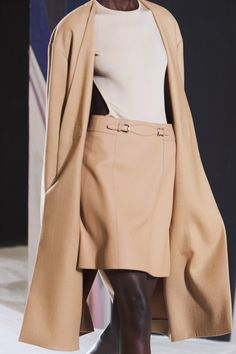 Hermès Spring 2021 Ready-to-Wear collection, runway looks, beauty, models, and reviews. Vogue Fashion, All Fashion, Fashion Brand, Fashion News, Spring Fashion, Fashion Show, Fashion Design, Paris Fashion, Luxury Fashion