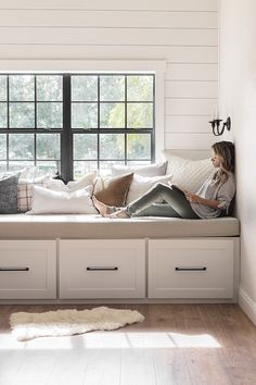 DIY Window Bench Seat / Reading Nook – DIY Window Bench Seat / Reading Nook – Related posts: 67 best Ideas for diy storage bench for bedroom cushions window seats Best diy storage bench seat bedroom play rooms Ideas DIY Tufted Bench … Storage Bench Seating, Diy Bench Seat, Bench Decor, Bench Seating In Kitchen, Ikea Hack Bench, Corner Bench Seating, Bedroom Windows, Living Room Windows, Bay Windows