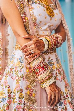 Indian Wedding in Portugal with a detailed wedding dress and beautiful jewelry with Lisbon Wedding Planner. Indian Bridal Outfits, Indian Party Wear, Indian Designer Outfits, Indian Dresses, Indian Wear, Bride Indian, Indian Groom, Wedding Dress, Bridal Dresses