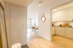 Lägenhet i Stockholm - Skeppsholmen Sotheby's International Realty Stockholm, Light In, Divider, Room, Furniture, Home Decor, White Walls, Bedroom, Decoration Home
