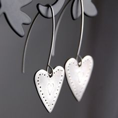 Such beautiful earrings! Silver hearts, I WANT! by Alison Moore Designs Heart Jewelry, Heart Earrings, Jewelry Art, Silver Earrings, Silver Jewelry, Women Jewelry, Jewelry Ideas, Silver Ring, Unique Earrings