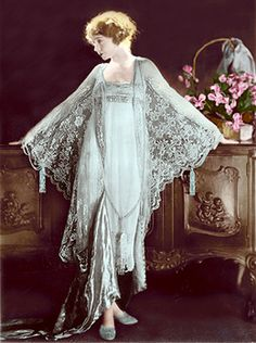 1920s Négligée.    Underpinnings reflected the absence of a silhouette the same as dress fashions by mimicking the box shape in slips, chemises and négligées.