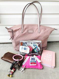 Handbag essentials - How I Keep My Purse Organized – Handbag essentials Fashion Handbags, Tote Handbags, Purses And Handbags, Burberry Handbags, Gucci Bags, Luxury Handbags, Designer Handbags, What In My Bag, What's In Your Bag