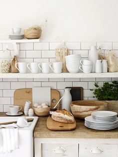 I want white dishes... And I love the overall design of the kitchen