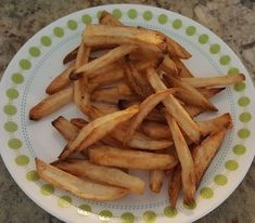 You know the frozen store bought fries are amazing in the air fryer. I am not sure I had ever bought a bag of frozen fries before getting the air fryer and we're now on our or bag of … Air Fryer Fries, Air Fryer French Fries, Air Fry Potatoes, Frozen Potatoes, Homemade Fries, Homemade French Fries, Air Fruer Recipes, Air Fryer Recipes Hamburger, Cooking Stores